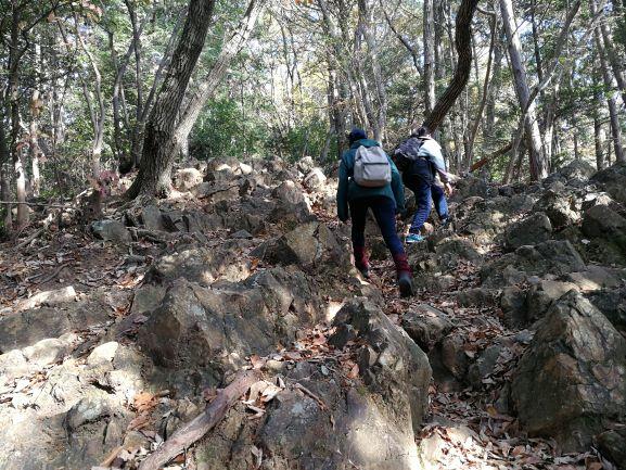 大中寺~太平山へ 岩がごつごつ