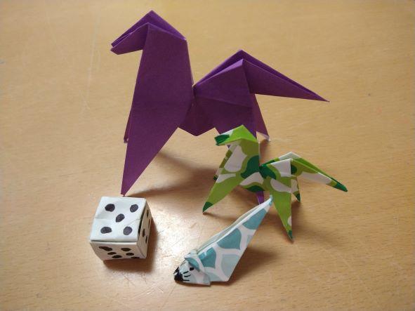 折り紙のうま、ねずみ、サイコロ